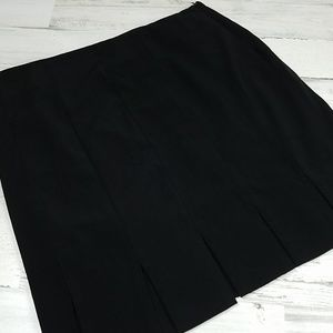 Briggs New York Black Skirt Sz 6 Midi